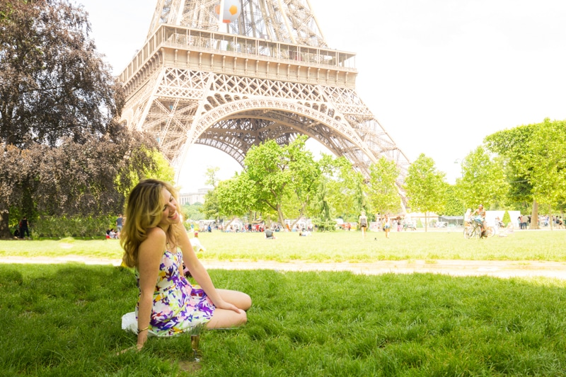 Picnic at the Eiffel Tower for a first date.