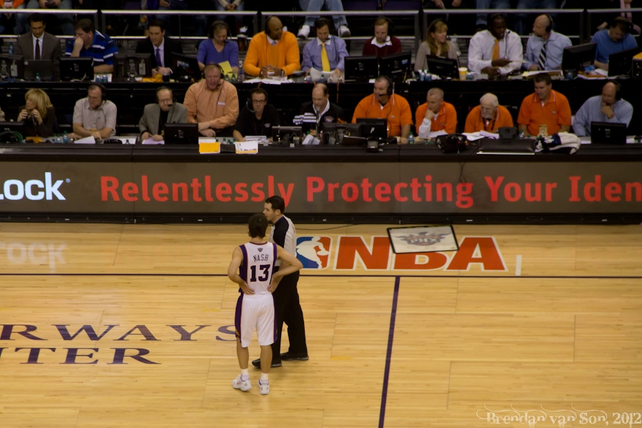 Steve Nash talking to a ref